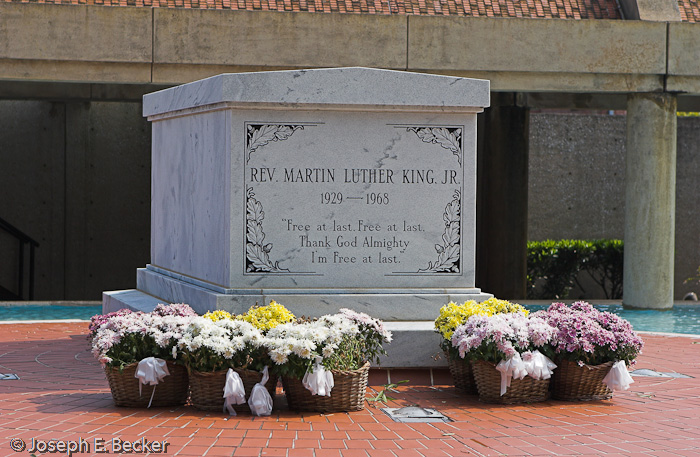 martin luther king jr s grave joebeckerphoto rh joebeckerphoto wordpress com Martin Luther King Jr Clip Art Black and White Martin Luther King Jr. Day Clip Art
