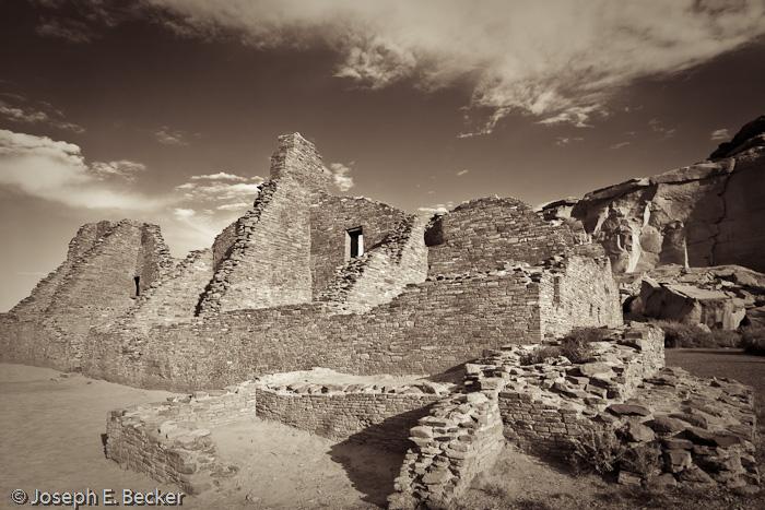 Pueblo Bonito monochrome