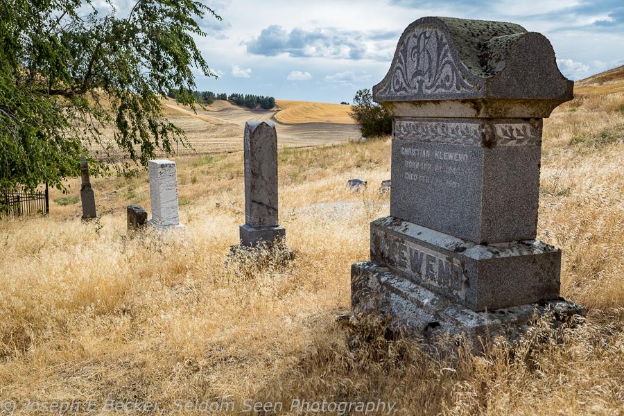 Small cemetery along the Endicott - St. John Road