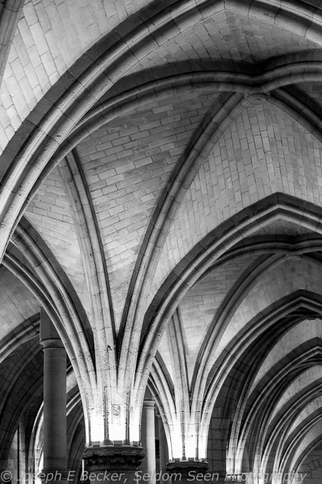 Arches in the ceiling of the Conciergerie; ISO 6400, f/5, 1/40 sec