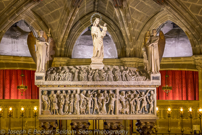 Tomb of Saint Eulalia in the crypt of Barcelona Cathedral; ISO 3200, f/5, 1/50 sec