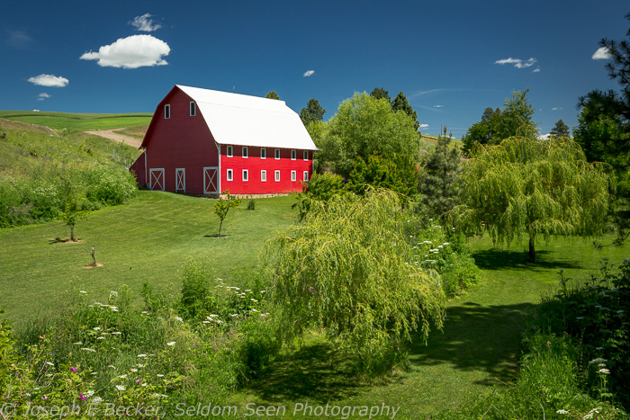 Red Barn along Green Hollow Road north of Colfax